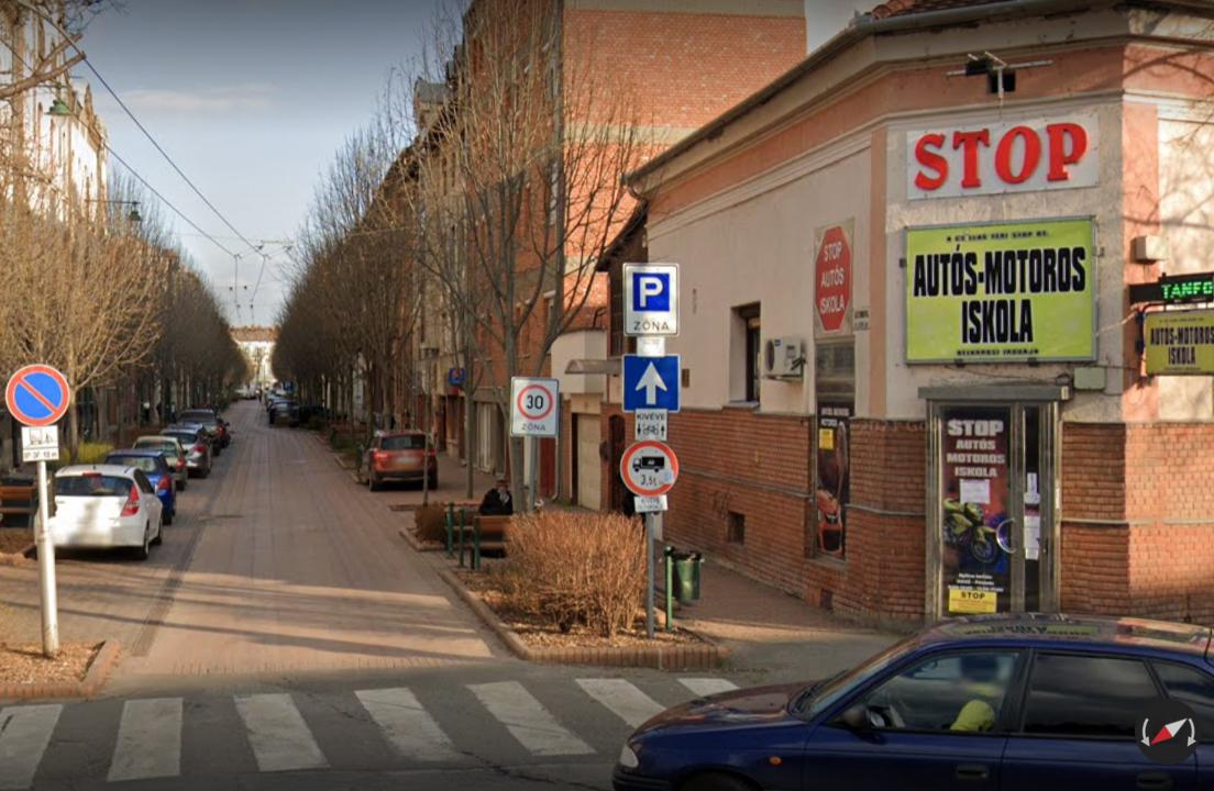 STOP Autós-Motoros Iskola bejárat